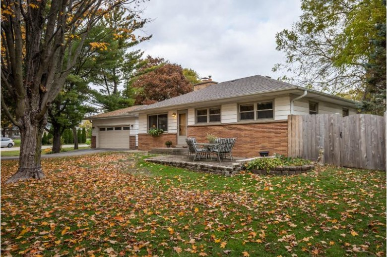 6168 N Willow Glen Ln, Glendale, WI by Keller Williams Realty-Milwaukee North Shore $194,000
