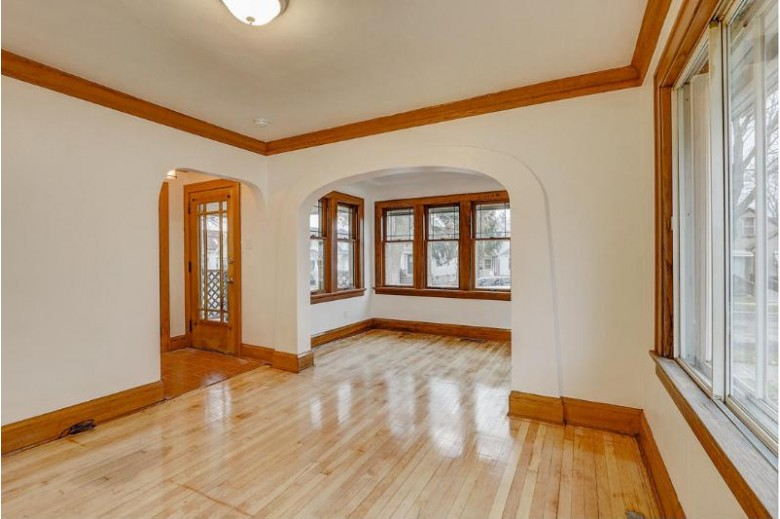3371 S 8th St, Milwaukee, WI by Re/Max Market Place $147,900