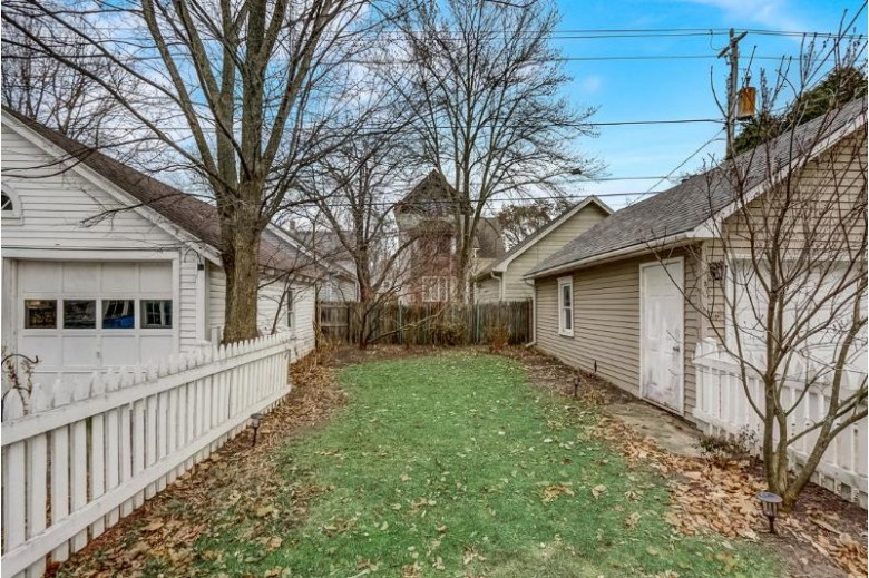 5928 N Kent Ave, Whitefish Bay, WI by Point Real Estate $430,000