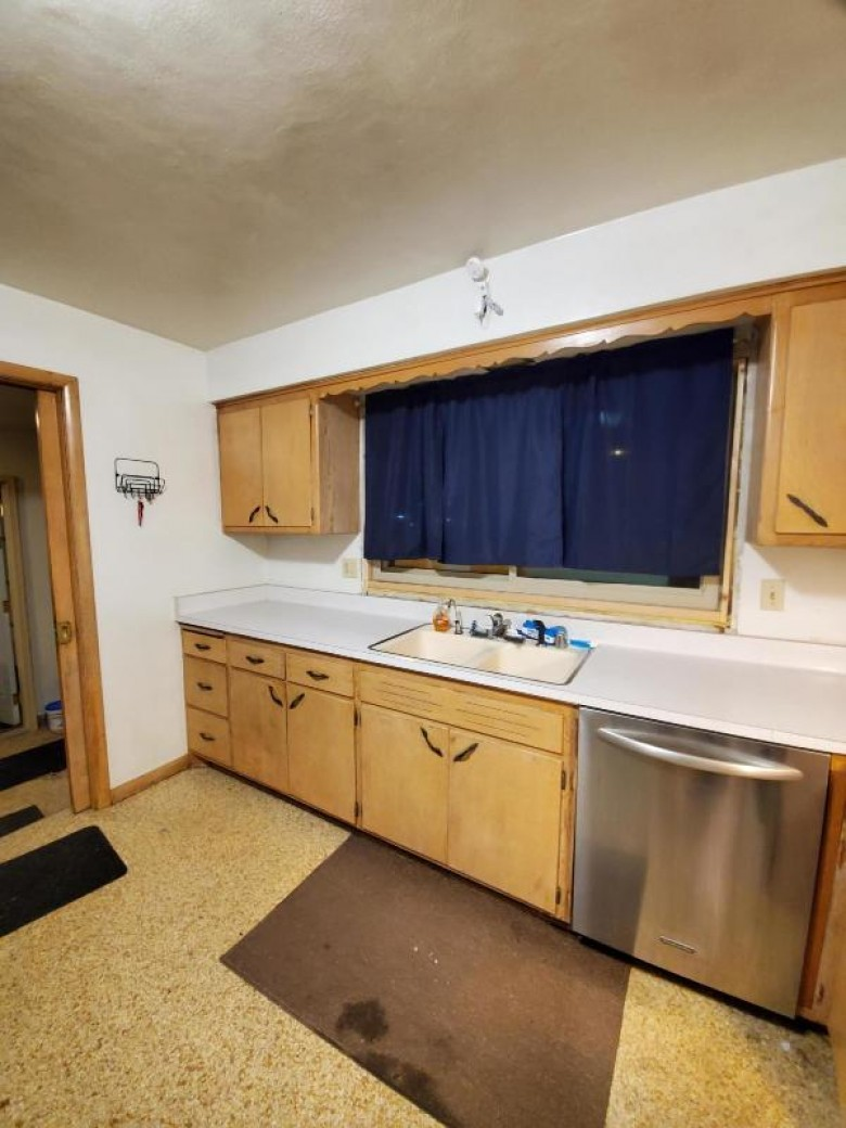 9727 W Oklahoma Ave, Milwaukee, WI by Coldwell Banker Homesale Realty - Wauwatosa $144,500