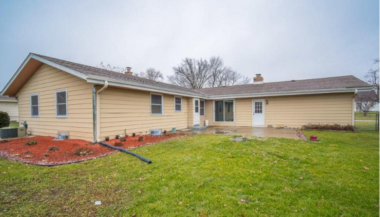 3373 W Bridge St, Greenfield, WI by Re/Max Realty 100 $249,900