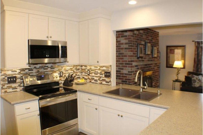 355 N Bobolink Dr, Brookfield, WI by Re/Max Service First Llc $329,000