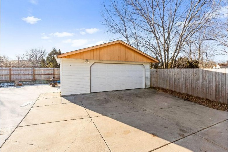 9807 W Darnel Ave, Milwaukee, WI by Powers Realty Group $159,900