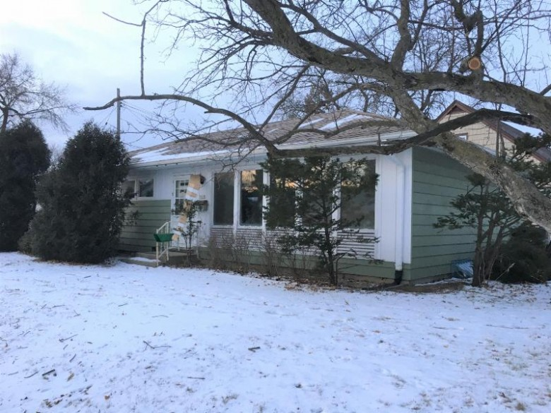 7317 W Potomac Ave, Milwaukee, WI by Re/Max Realty 100 $64,900