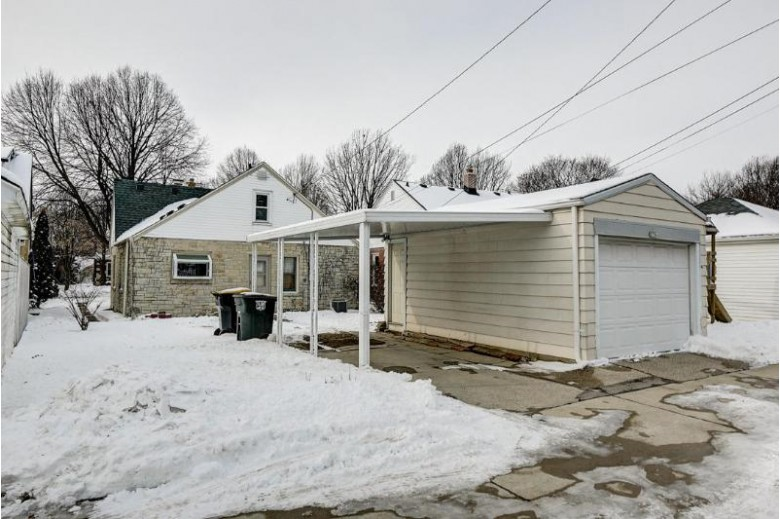 2756 N 73rd St, Wauwatosa, WI by First Weber Real Estate $208,500