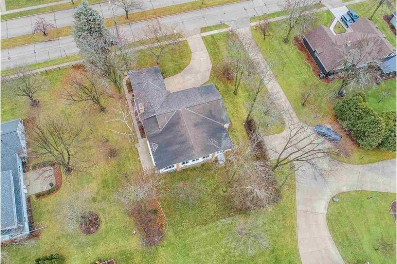 1252 Fleetwood Drive, Manitowoc, WI by Coldwell Banker Real Estate Group $210,000