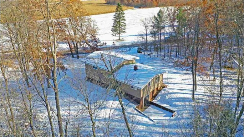 E618 Suhs Road, Waupaca, WI by RE/MAX Lyons Real Estate $200,000