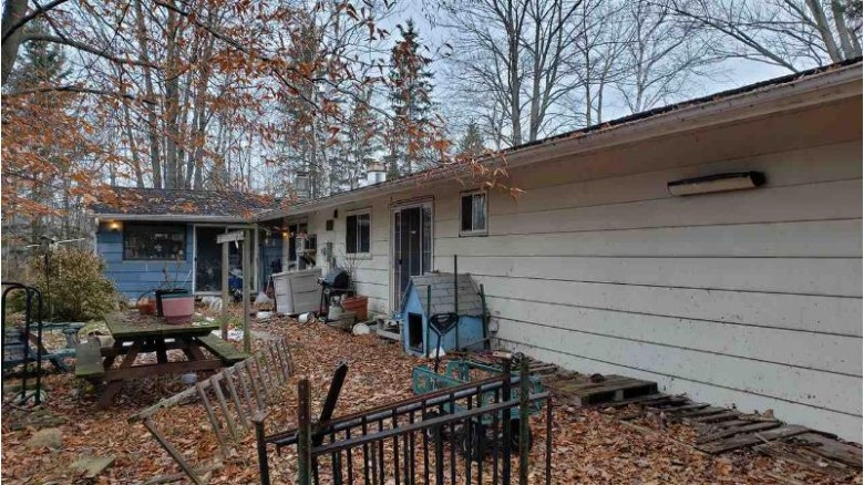 7281 Hwy E, Abrams, WI by LaCount Realty & Auction $148,900