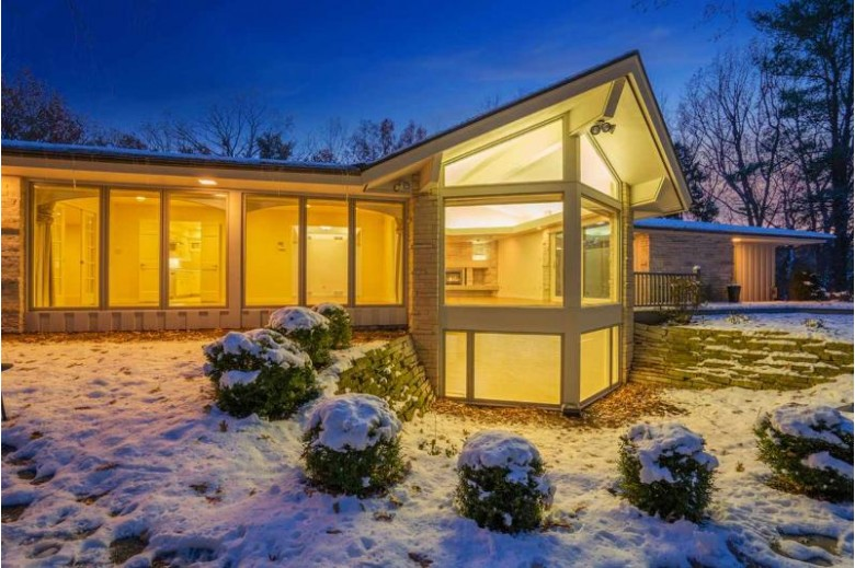 3015 Bay View Drive, Green Bay, WI by Dallaire Realty $385,000