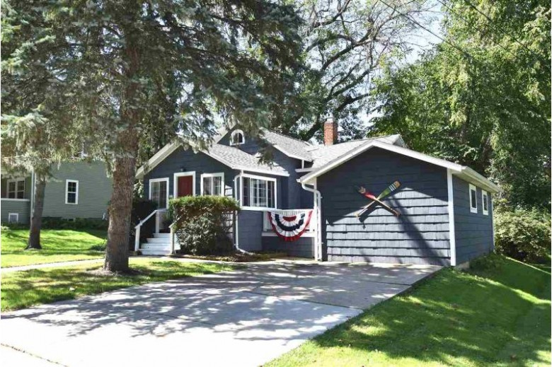 405 Lake St, Green Lake, WI by Special Properties Of Green Lake Llc $179,000