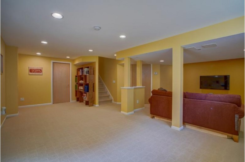 1217 Velvet Leaf Dr, Madison, WI by Restaino & Associates Era Powered $410,000