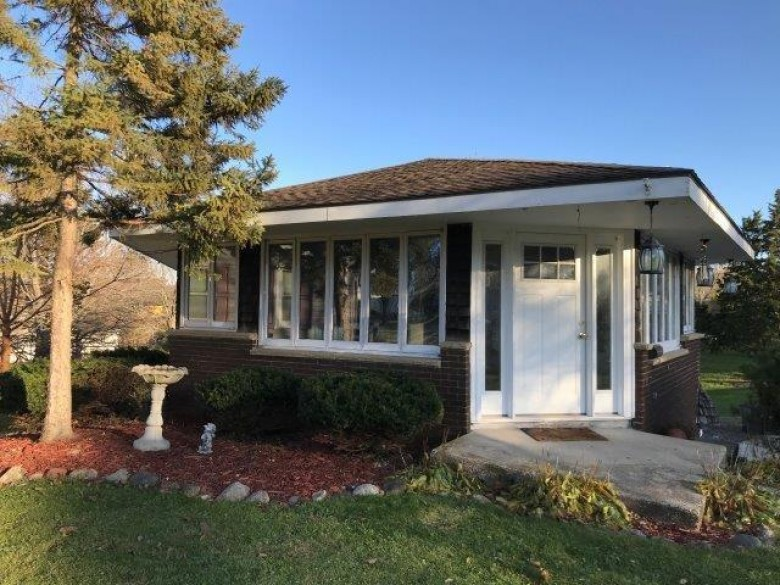 917 Clover St, Lake Geneva, WI by Coldwell Banker The Realty Group $169,900