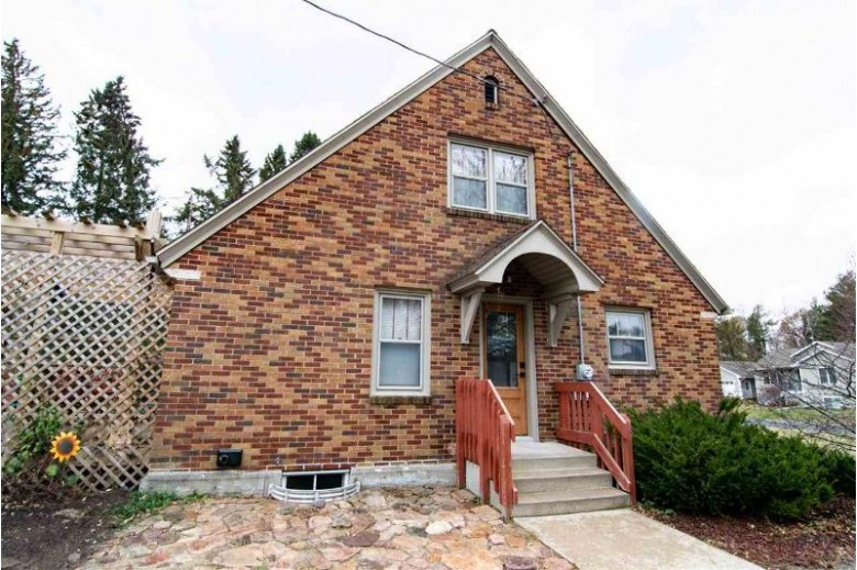 3409 Vine Street, Stevens Point, WI by Homepoint Real Estate Llc $187,000