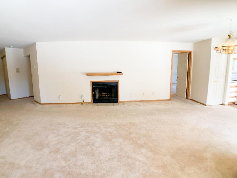 1600 W Green Tree Rd 113, Glendale, WI by Lake Country Flat Fee $169,900