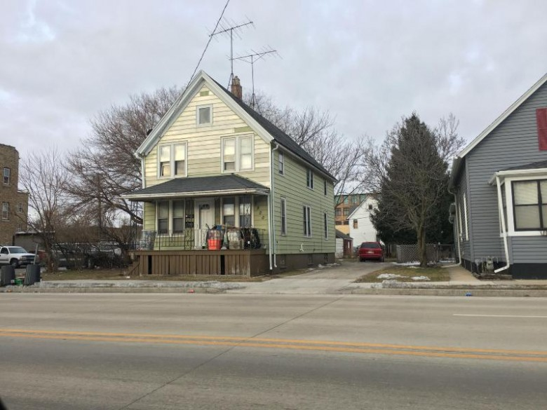 5900 22nd Ave, Kenosha, WI by Re/Max Newport Elite $75,000