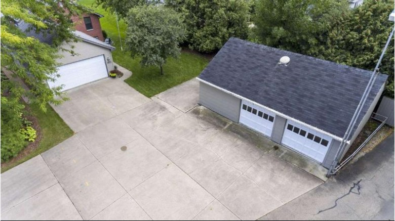 480 Sunrise Bay Road, Neenah, WI by Beckman Properties $385,000