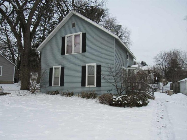 316 Center Street, Waupaca, WI by RE/MAX Lyons Real Estate $83,000