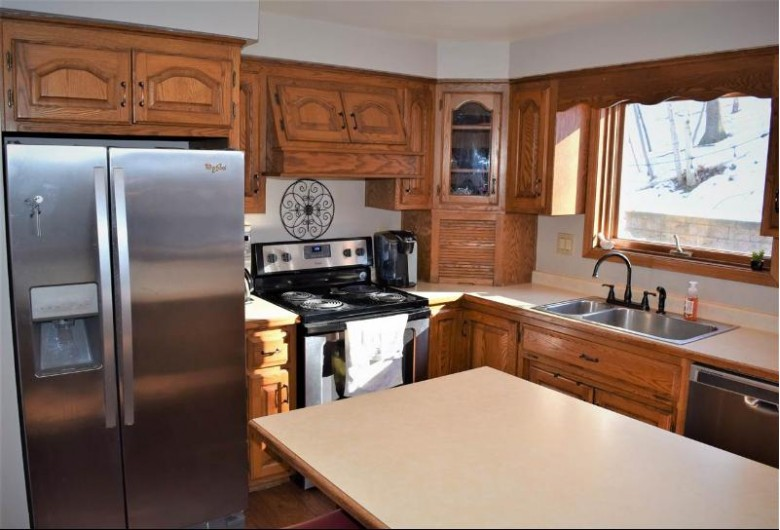 2720 Canyon Bluff Road, Green Bay, WI by Express Realty LLC $244,900