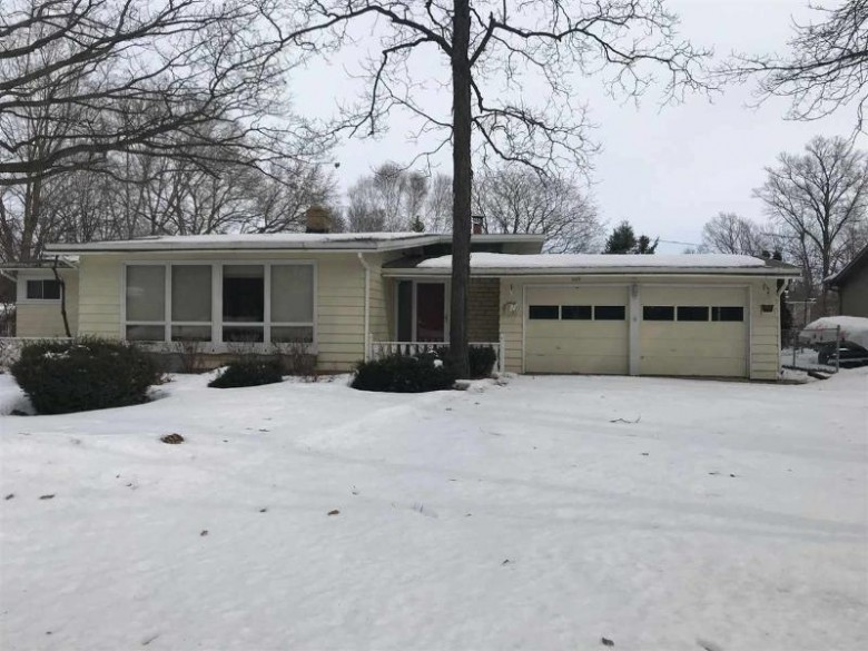 569 Edgewood Drive, Green Bay, WI by Beckman Properties $179,900