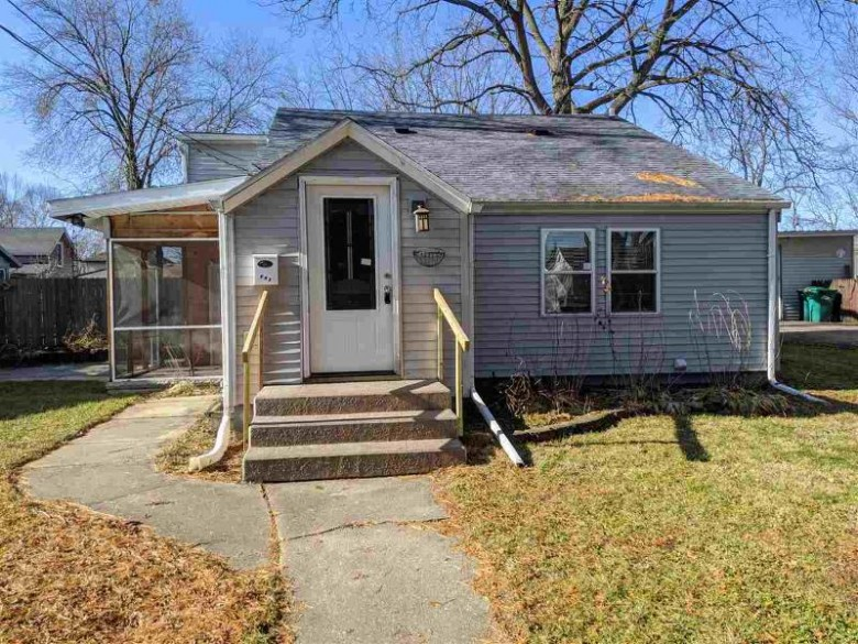 6 Maple Ct, Edgerton, WI by Home In Wisconsin $167,900