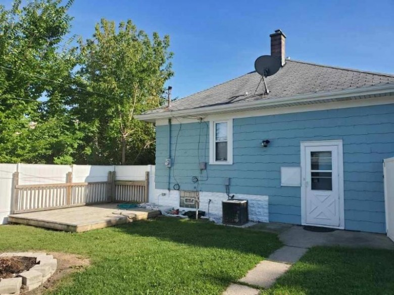 9018 W Lincoln Ave, Milwaukee, WI by Steel Horse Realtor Llc $139,500