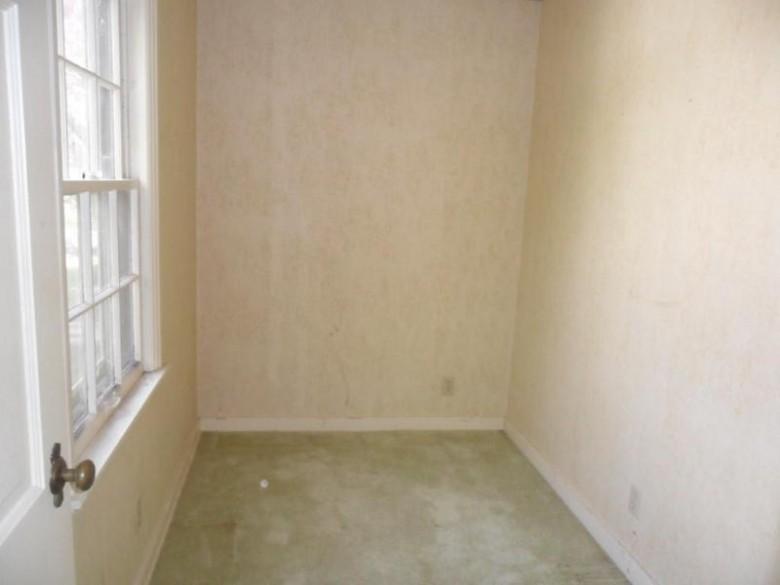 W163N8459 Arthur Ave, Menomonee Falls, WI by Coldwell Banker Homesale Realty - New Berlin $139,900