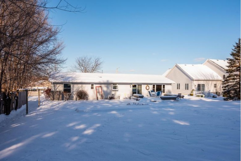 2423 E Sandy Acre Rd, West Bend, WI by First Weber Real Estate $255,000