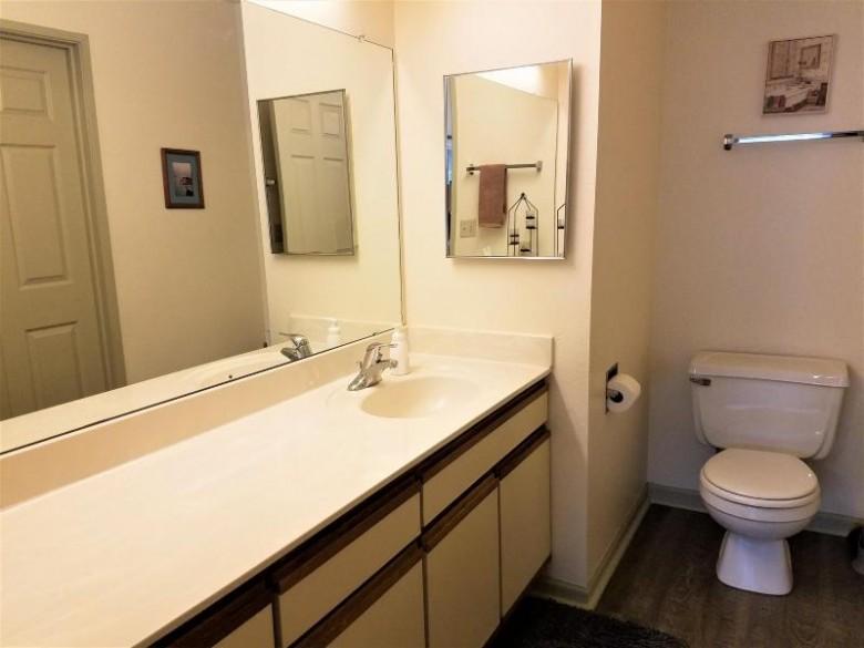 8851 S Wood Creek Dr 8, Oak Creek, WI by Modern Realty Llc $139,900
