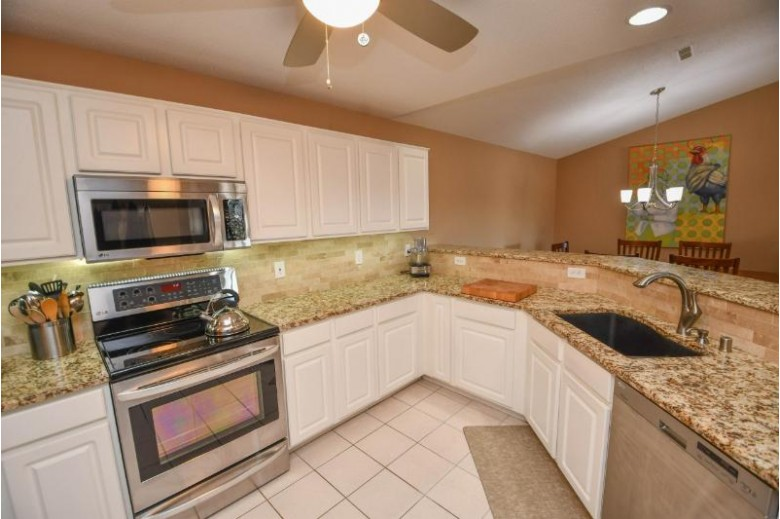 N30W23027 Pineview Cir 8, Pewaukee, WI by Shorewest Realtors, Inc. $235,000