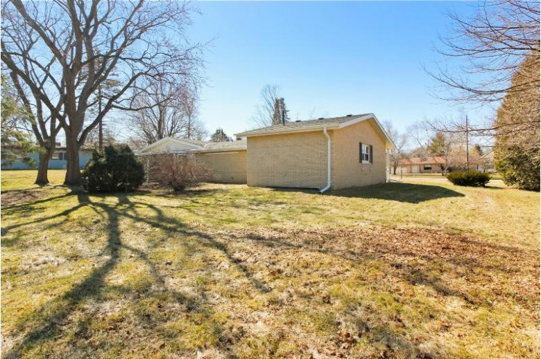 17215 W Westward Dr, New Berlin, WI by First Weber Real Estate $279,900