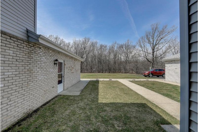 9101 S Aspen Dr 7, Oak Creek, WI by Re/Max Realty 100 $164,900