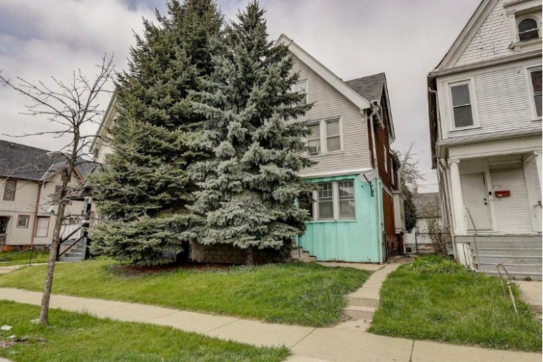 2422 W Highland Ave, Milwaukee, WI by Kelly Barrett Real Estate $39,000