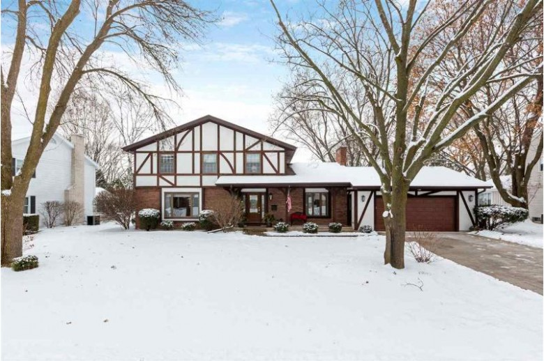 533 Riford Road, Neenah, WI by Coldwell Banker Real Estate Group $264,900