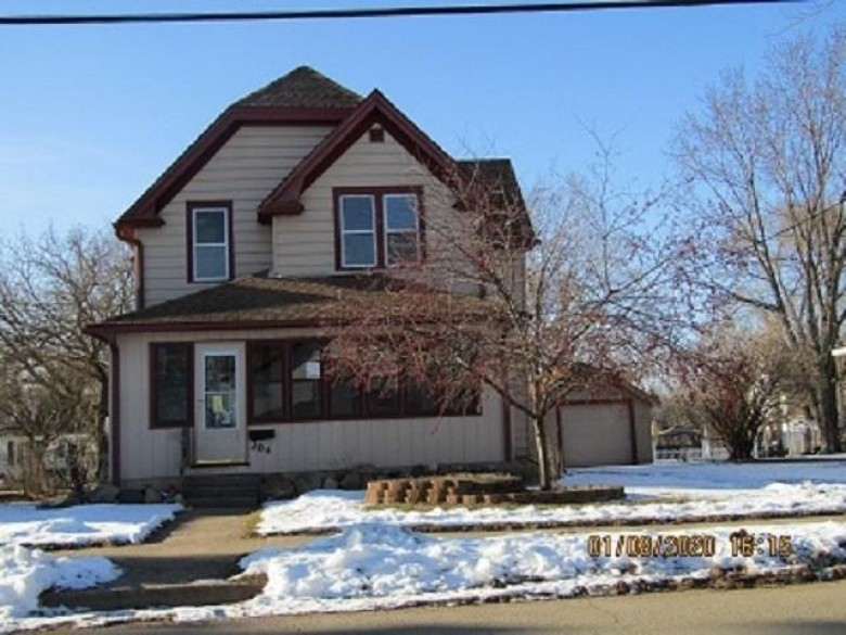 204 Bennett Street, Clintonville, WI by Hometown Real Estate & Auction Co., Inc. $49,900