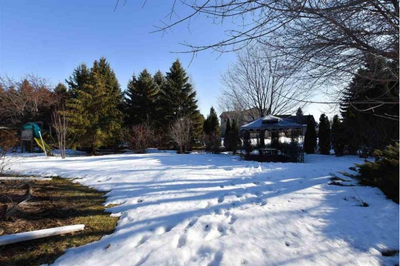 871 Wylde Oak Drive, Oshkosh, WI by RE/MAX On The Water $279,900