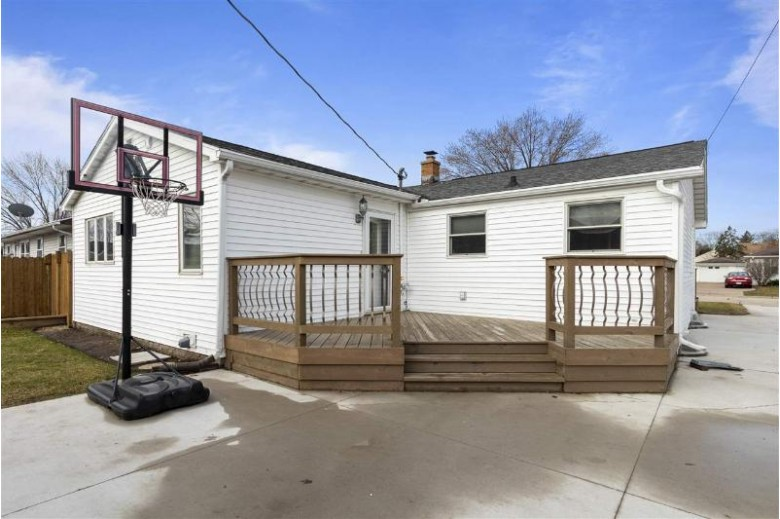 1056 Holly Court, Neenah, WI by Century 21 Ace Realty $159,900