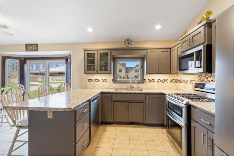 3105 Warm Springs Drive, Green Bay, WI by Dallaire Realty $289,900