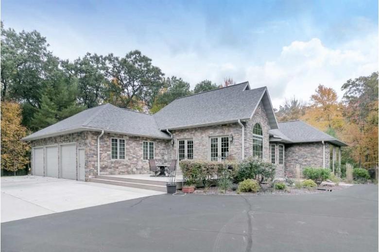 S2051 Park Lane Cir, Reedsburg, WI by Kimball Llc, Realtors $550,000