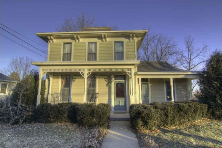 625 Washington St, Mineral Point, WI by First Weber Real Estate $189,900