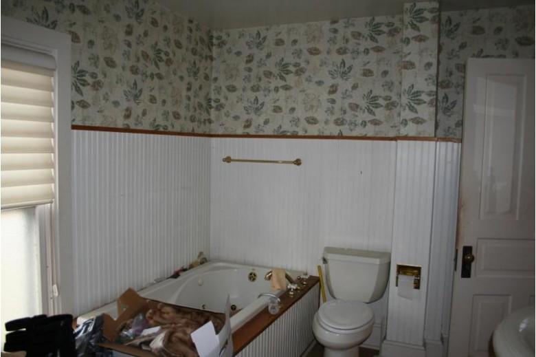 10232 Northwestern Ave, Franksville, WI by Re/Max Newport Elite $209,900