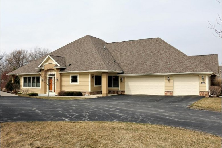 8009 S Susanna Ct, Franklin, WI by Parkway Realty, Llc $359,900