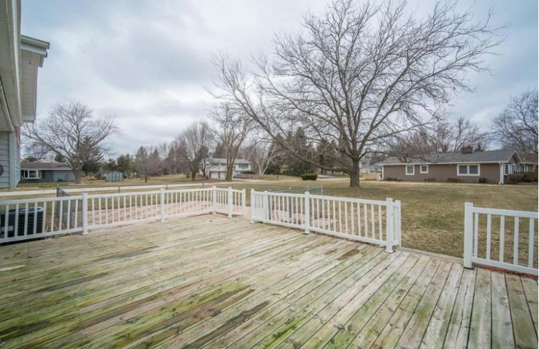 3588 Town Line Rd, West Bend, WI by Re/Max Realty 100 $299,900