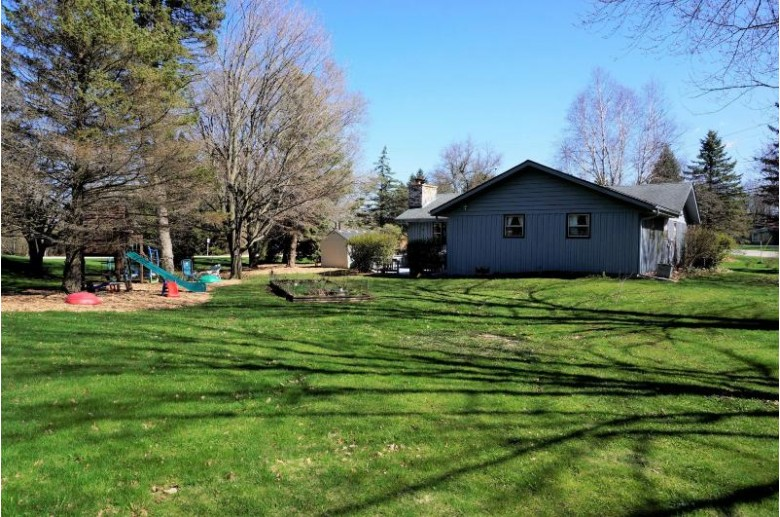 3375 S Ann Louise Dr, New Berlin, WI by Exit Realty Xl $275,000