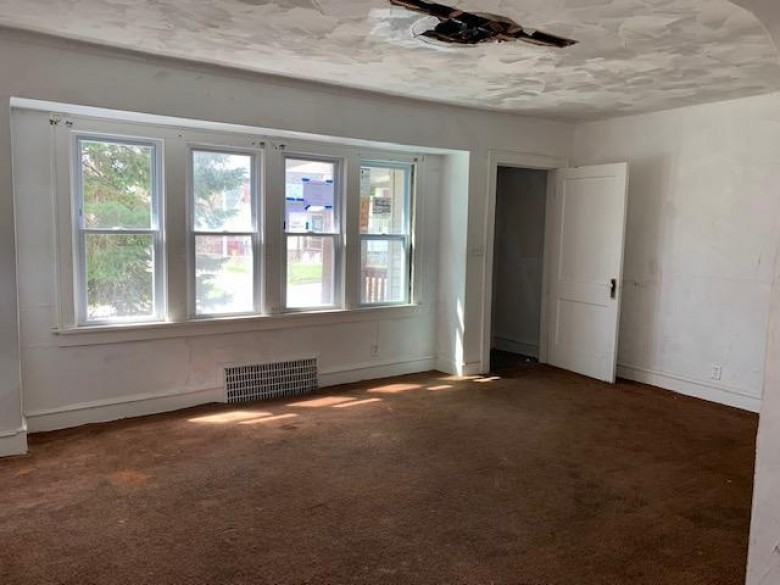 3232 N 6th St 3234, Milwaukee, WI by Coldwell Banker Realty $22,000