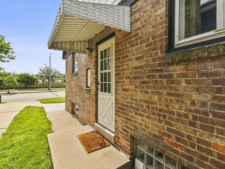231 Glenview Ave, Wauwatosa, WI by First Weber Real Estate $245,000