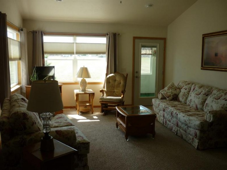 1400 Westcreek Lane Neenah, WI 54956 by RE/MAX 24/7 Real Estate, LLC $249,950