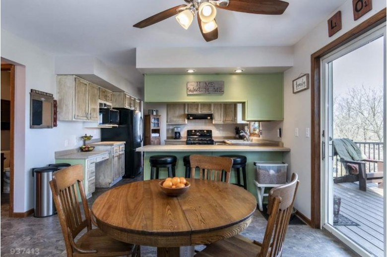 2898 Glacier Valley Rd, Fitchburg, WI by Sprinkman Real Estate $399,900