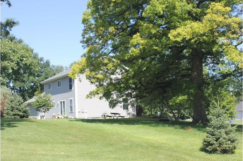 285 W Knollwood Way, Platteville, WI by Century 21 Affiliated $254,900