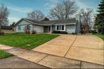 7211 S Tifton Dr Franklin, WI 53132 by Benefit Realty $275,000