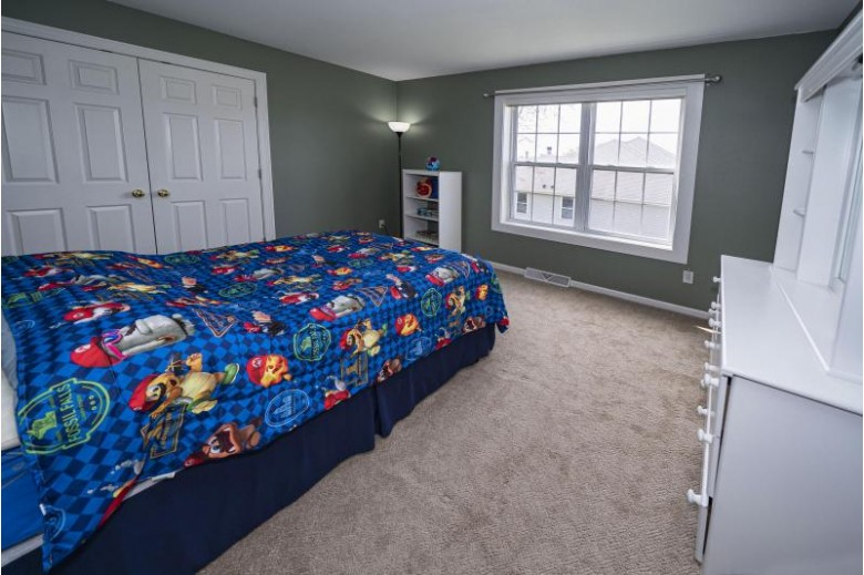 7729 W Stonewood Dr, Franklin, WI by First Weber Real Estate $399,000